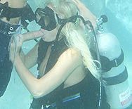 Смотреть трах в пизду блондинки с большими сиськами под водой - 2