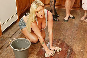 Красивый трах с татуированной блондиночкой с огромными сисечками