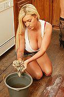 Красивый трах с татуированной блондиночкой с огромными сисечками #4