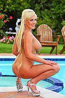 Смотреть анальный секс на свежем воздухе с грудастой блондинкой #4