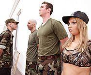 Порно сержанта с сексуальной блондинкой с большими сиськами - 1