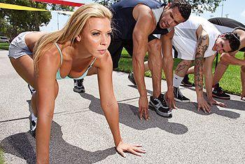 Смотреть красивый трах спортивной блондинки с большими сиськами