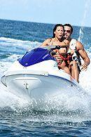 Смотреть жаркий секс зрелой брюнетки на яхте с бизнесменом #5