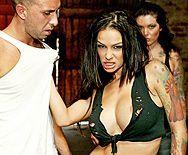Смотреть вагинальный секс с черноволосой грудастой латинской сукой - 1