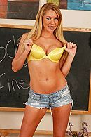 Порно сексуальной школьницы с большим членом #2