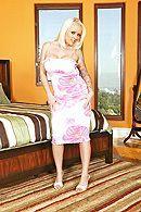 Порно с грудастой татуированной блондинкой в спальне #1