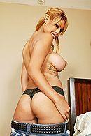 Классная блондинка с силиконовой грудью трахается с мужем #3
