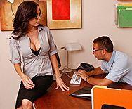 Смотреть красивый секс бизнес-леди с большими сиськами в офисе - 1