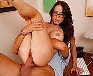 Смотреть красивый секс бизнес-леди с большими сиськами в офисе - 3