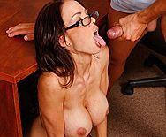 Смотреть красивый секс бизнес-леди с большими сиськами в офисе - 5