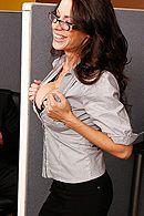 Смотреть красивый секс бизнес-леди с большими сиськами в офисе #5