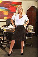 Смотреть анальный секс с татуированной секретаршей в офисе #1