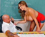 Грудастая студентка брюнетка трахается в пизду с учителем - 1