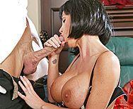 Анальный секс двух сисястых красоток с партнерами - 2