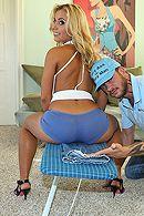 Смотреть трах в очко сексуальной блонды с огромной жопой #5