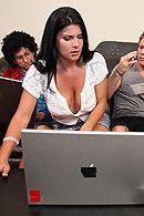 Смотреть классический секс с черноволосой сексуальной стервой с натуральной грудью #5