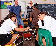 Смотреть школьное порно учителя с двумя темноволосыми сисястыми ученицами - 1
