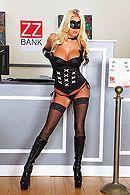 Смотреть порно изнасилование красивой блондинки в чулках в банке #1