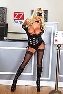 Смотреть порно изнасилование красивой блондинки в чулках в банке #2
