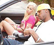 Смотреть межрасовый секс негра с хрупкой молоденькой блондинкой школьницей - 1