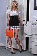 Смотреть лесбийские оральные ласки начальницы с секретаршей в офисе #5