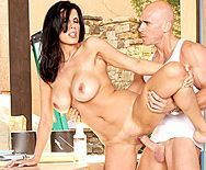 Смотреть вагинальный секс с черноволосой зрелой сучкой с большими сиськами - 4