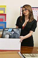 Парочка сексуальных секретарш мастурбирует на работе в офисе #5