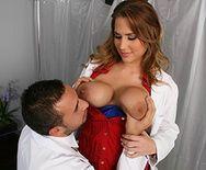 Смотреть красивый секс врача с грудастой медсестрой в больнице - 1