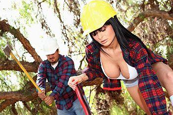 Смотреть красивый трах в пизду развратной брюнетки со строителем