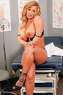 Секс аппетитной докторши с пациентом на досмотре #4