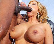 Смотреть анальный секс негра со зрелой грудастой блондинкой - 2