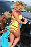 Смотреть анальный секс негра со зрелой грудастой блондинкой #5