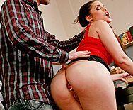Жесткое порно черноволосой красотки с большой задницей - 1