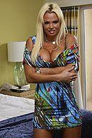 Трах в пизду со взрослой блондинкой с большими сиськами #1