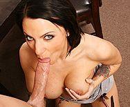 Порно босса с возбуждающей секретаршей с татуировками - 2