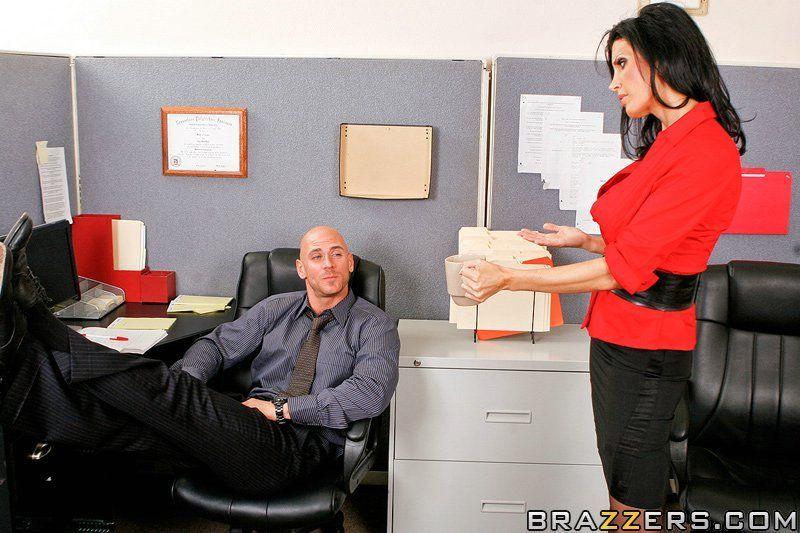 rakom-seks-s-effektnoy-v-ofise-individualki