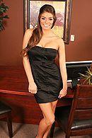Сексуальная брюнетка секретарша трахается в пизду со своим боссом на столе #1