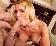 Трах в пизду сексуальной блондинки с упругими сиськами - 2