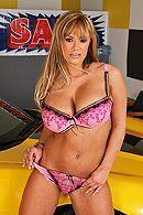 Смотреть порно с взрослой сексуальной блондой с большими сиськами на машине #2