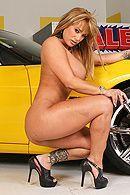 Смотреть порно с взрослой сексуальной блондой с большими сиськами на машине #4
