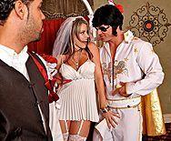 Трах в пизду блондинки невесты с аппетитной попкой - 1