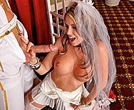 Трах в пизду блондинки невесты с аппетитной попкой - 2