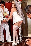 Трах в пизду блондинки невесты с аппетитной попкой #5