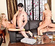 Групповой секс двух красивых блондиночек с их парнями - 3