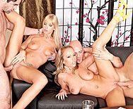 Групповой секс двух красивых блондиночек с их парнями - 5