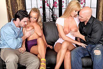 Групповой секс двух красивых блондиночек с их парнями