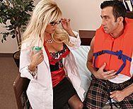 Смотреть горячей трах с сексуальной врачихой - 1
