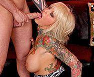 Порно с грудастой зрелой блондинкой с татуировками - 5
