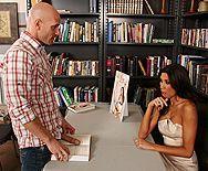 Смотреть анальный трах стройной брюнетки библиотекарши в библиотеке - 1