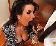 Межрасовый секс с черноволосой сисястой мамой - 2
